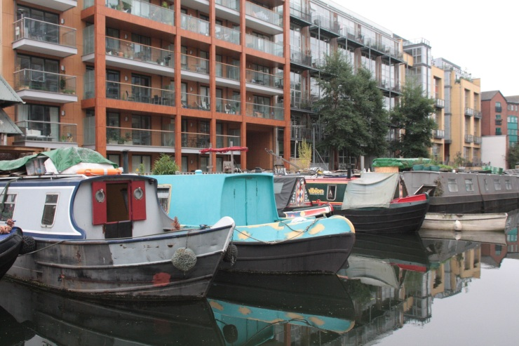 moored narrow boats kingsland basin
